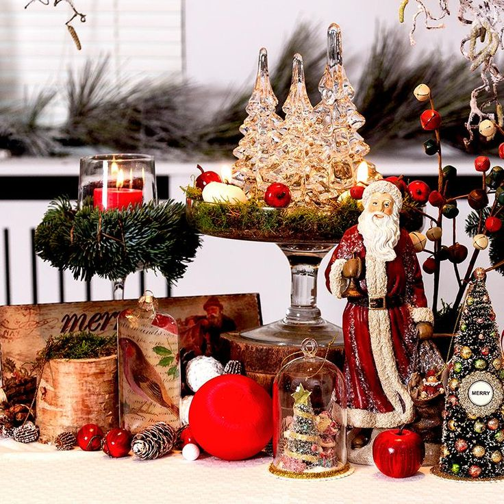 Houdt u van de romantische, traditionele kerstsfeer? Versier uw feesttafel met winters groen en rode accenten. Met enkele leuke kerstbomen en vrolijke kerstmannen straalt uw kerstdiner als nooit tevoren.