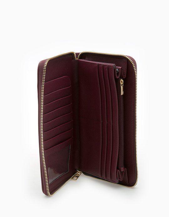Στη Stradivarius θα βρεις 1 Ταξιδιωτικό πορτοφόλι στην απίστευτη τιμή των 12.95 € . Επισκέψου τώρα την ιστοσελίδα μας και…