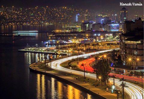 美麗的伊茲密爾海濱夜景。©fotografevreni