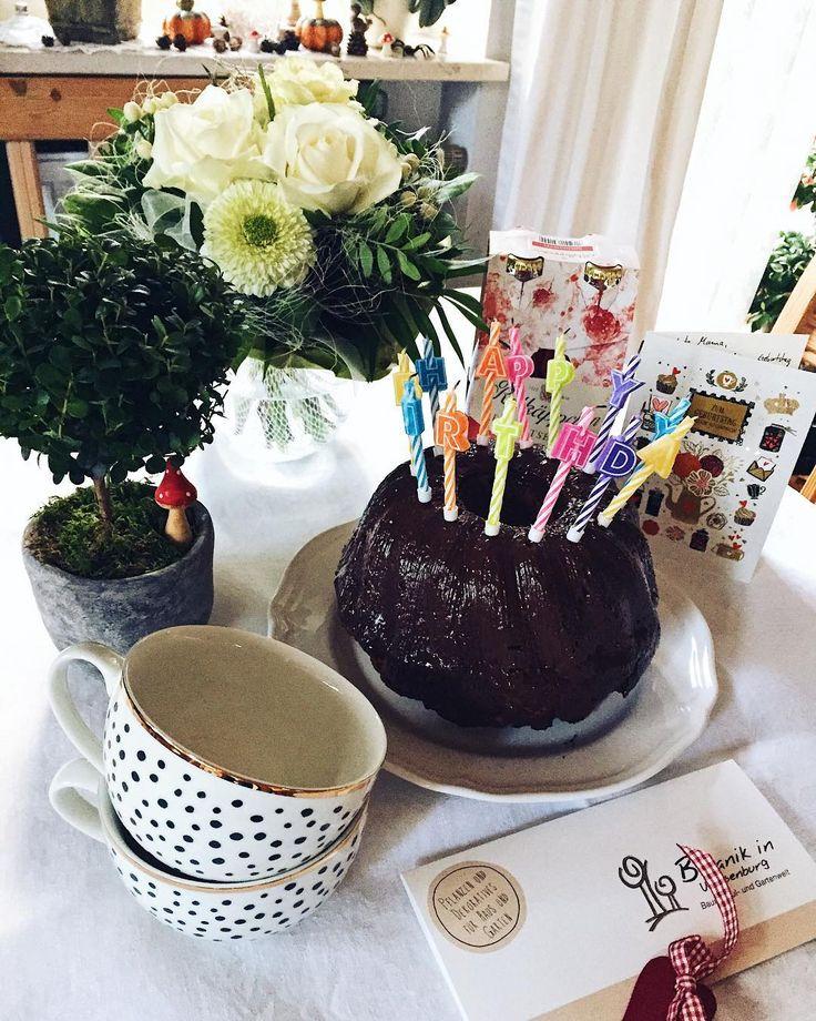 Happy Birthday an die beste Mama auf der ganzen Welt!  heute ist dein Tag und das feiern wir! . . . . #birthday #birthdaygirl #todayisherebirthday #happybirthday #happybirthdaytoher #geburtstag #geburtstagskind #geburtstagsparty #bday #birthdaycelebration #birthdayparty #birthdaypresent #birthdaycake #flowers #geschenke #party #interior #friday #fridaynight #geburtstagskuchen