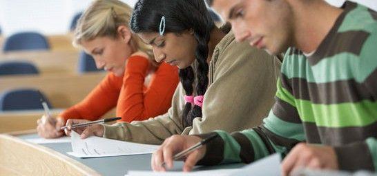Si estás tratando de conseguir una titulación oficial mientras trabajas, debes saber que te amparan ciertos derechos, como el permiso para acudir a un examen o la adaptación de la jornada por la asistencia a cursos de formación profesional.