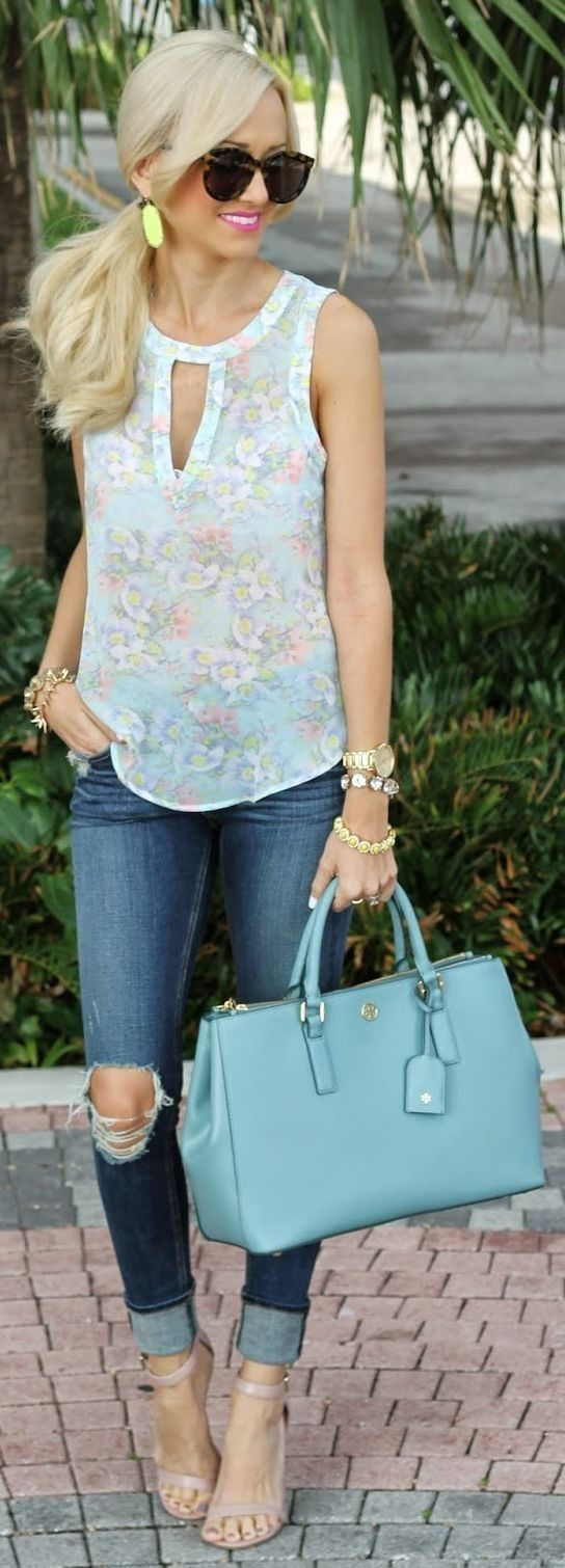 #street #style #spring #fashion #inspiration | Blue floral blouse + denim Source