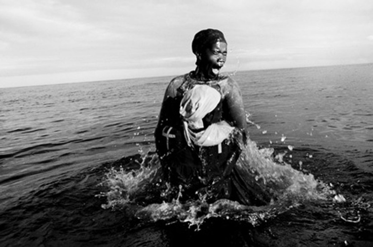 http://www.baileyseippel.co.za/images/artists/dr_peter_magubane/large/A-Baptism,-Zion-Church-Sect,-Inhaca-Island,-Mozambique,-1999.jpg