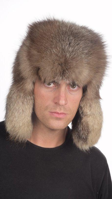 Cappello in pelliccia stile Russo per uomo, in autentica volpe crystal. Cappello in pelliccia naturale lavorato artigianalmente a mano e prodotto in Italia.  www.amifur.it