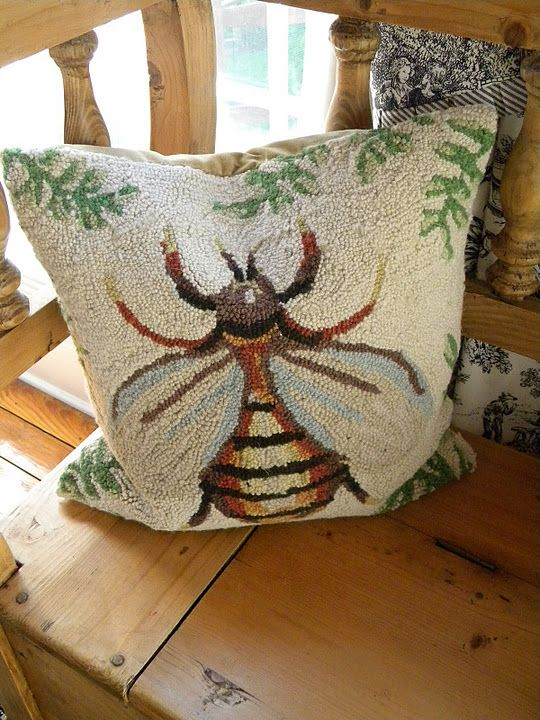 ≗ The Bee's Reverie ≗ bee pillow