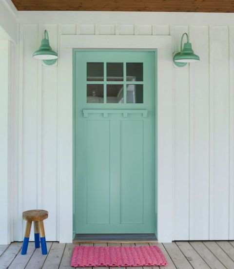 When this 19th-century Minnesota lake cottage got an overhaul, so did its palette! Banishing earth tones in favor of brights, owner Jenny Piazza brought her home back to life with a few smart strategies.