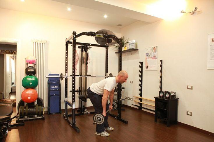 Il rematore con il bilanciere è uno degli #esercizi migliori per l' #allenamento  dei #muscoli  della schiena in #palestra ma va eseguito bene per non rischiare infortuni  Vediamo come svolgerlo correttamente   #PersonalTrainer #Bologna   #muscolo   #ipertrofia   #muscolare  #fitness