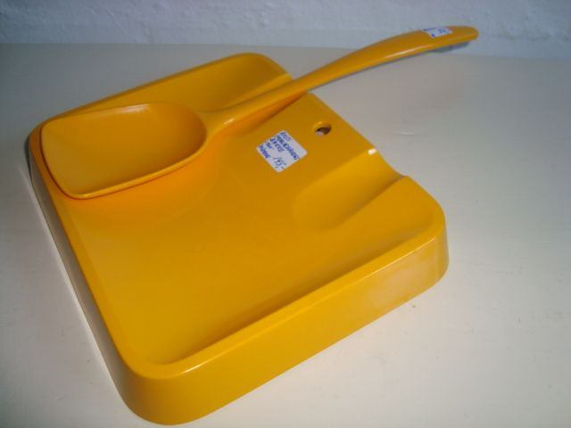 Rosti Danish design retro kitchenware from the 60s in melaminplastic. #Rosti #60s #melamin #kitchenware #Danish #dansk #design. From www.TRENDYenser.com. SOLGT.