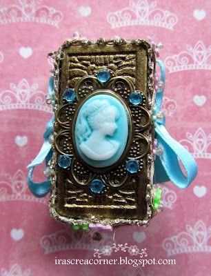 "Ira's Crea Corner: Marie Antoinette also loves to read ""Alice in Wonderland"""