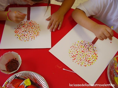 Cotton bud dot tree painting. On white paper draw the trunk of a tree and with pencil make a circle, kids use cotton bud in seasonal colours to make small dots to fill the tree circle - could do for each season changing the colours or just do a colourful tree - would look great as a display.