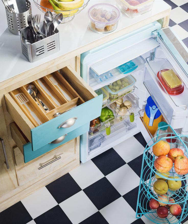 Encuentra tus tenedores y cuchillos de manera muy fácil con nuestros organizadores de cubiertos. Además, puedes ordenar tu refrigerador de una manera eficiente con nuestras cajas organizadoras. ¡Ven a conocerlas!