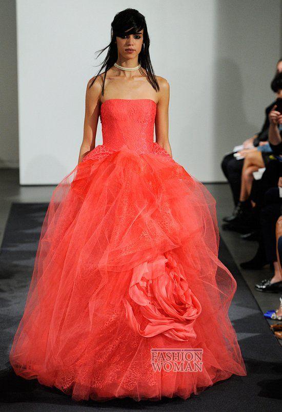 В рамках проходящей в Нью-Йорке Недели свадебной моды свою коллекцию свадебных платьев осень 2014 презентовала дизайнер Vera Wang.