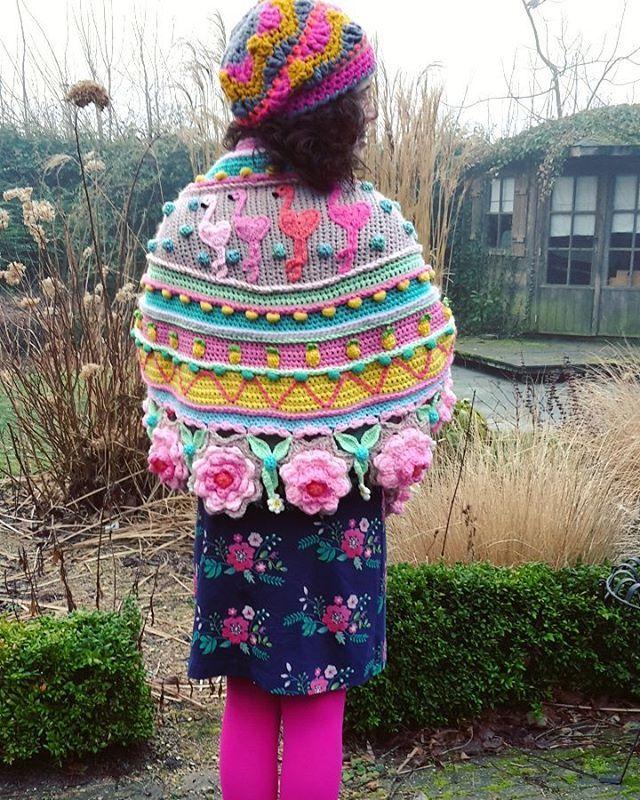 Ik hou van flamingo's! Gisteren dus heerlijk deze sjaal aangehad! Ik blijf deze mooi vinden! #freestylecrochet #adindasworld #tantebetsy #craftastherapy #petalcrush #mypinkcrochetedworld