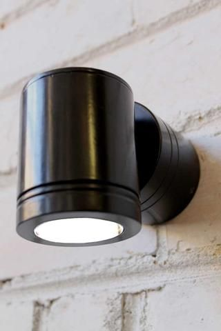 Onyx-Outdoor-Wall-Light---black-with-LED-bulb-or-halogen-globe
