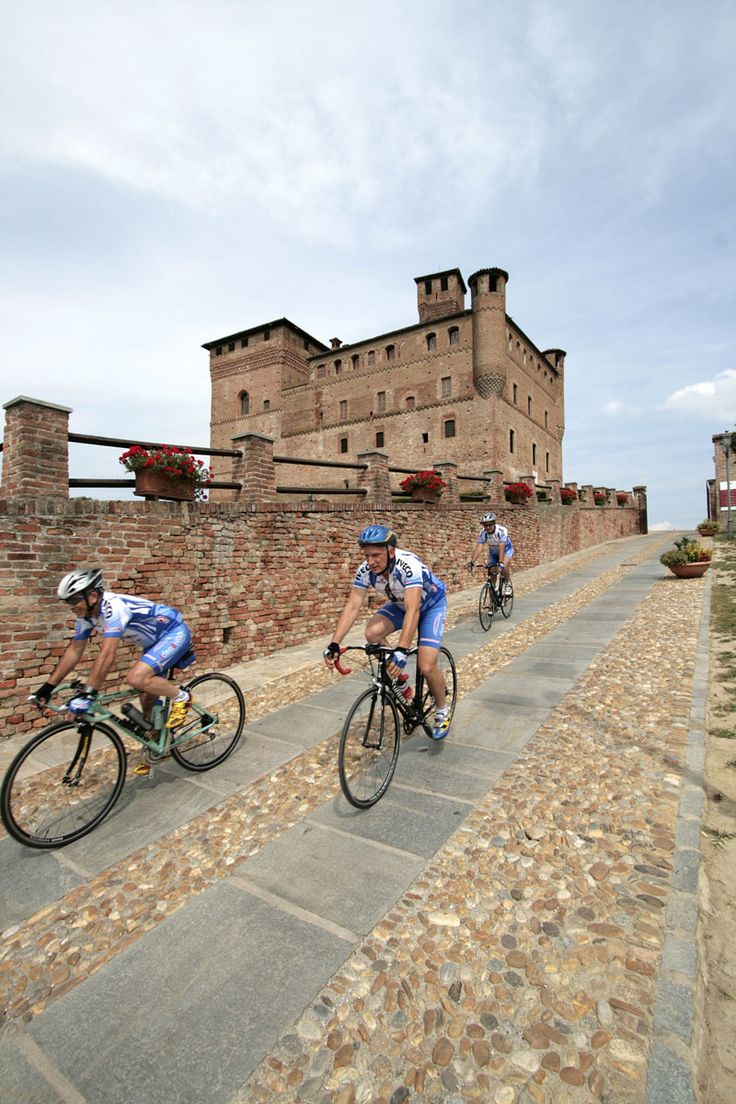 Cycling on our hills - Castle of Grinzane Cavour