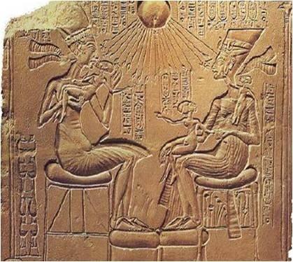 아크나톤 왕의 가족    이집트 아크나톤 왕은 아텐 (Aten)신을 섬겼다.  태양 -> Aten  Aten 신이 아크나톤과 그의 왕비와 그의 아이들을 지켜준다는 뜻