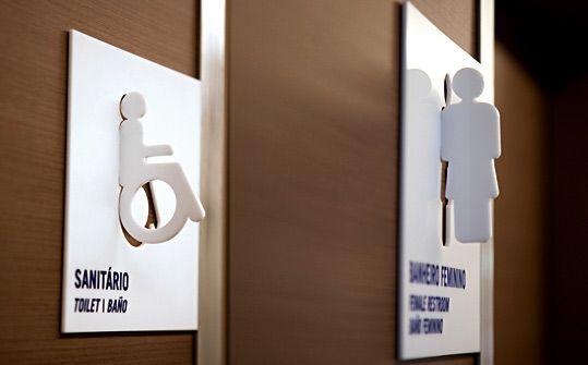 Way finding & room signages at Fundação Dom Cabral by Greco Design.