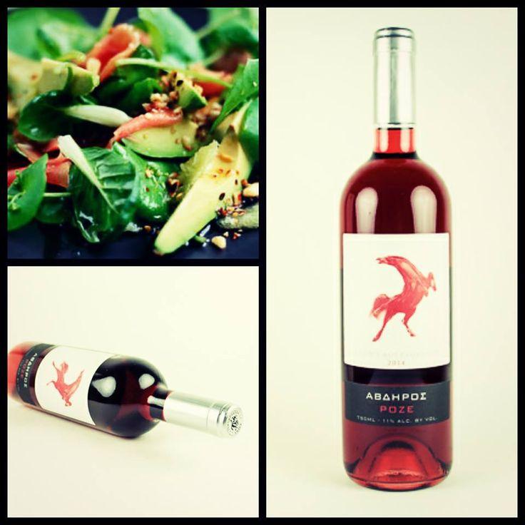 Το ροζέ κρασί που δεν έχει δει ποτέ καλοκαίρι!  Έντονο, ανοιχτό ροδί χρώμα με διακριτικές μοβ ανταύγειες εντυπωσιάζει στο ποτήρι.