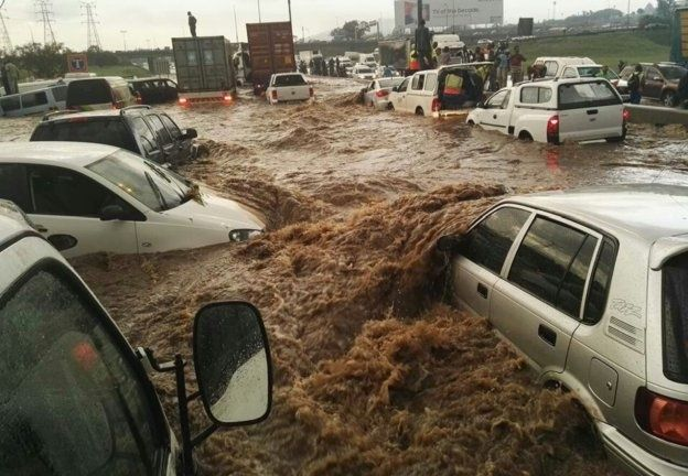 <b>HEAVY FLOODING IN JOZI:</b> Heavy rains are causing major floods throughout Gauteng. We list helpful tips and guidelines on dealing with flooded roads and adverse weather conditions. <i>Image: Max Cohen / EMER-G-MED</i>