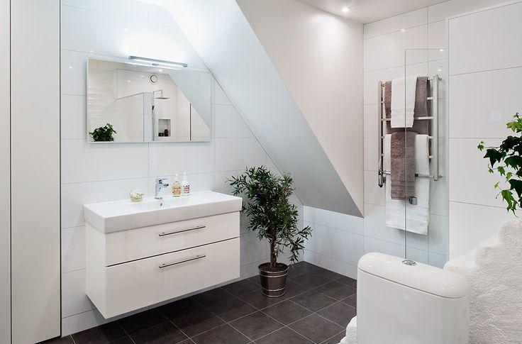 vitt och grått badrum - Sök på Google