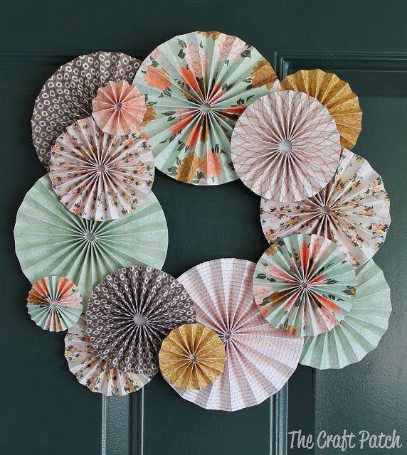 The Craft Patch: Accordion Fold Paper Wreath http://thecraftpatch.blogspot.com/2013/08/accordion-fold-paper-wreath.html#.UgLD05LVCTM (Decor for at area?)