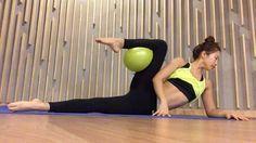 요즘 맛있는거 신명나게 먹지만♀️ 골반과 허리는 하루도 빠짐없이 바로 잡아주셔요  #workout#pilates#core#balance#yogagirl#fit#fitgirl#fitness#fitlife#fitnessgirl#vscocam#ootd#운동#운스타그램#헬스타그램#필라테스#미니볼#근력#힙업#다이어트#웨이트#요가#운동하는여자#폼롤러#써클링#매트#홈트#홈트레이닝#복근#근력#유연성