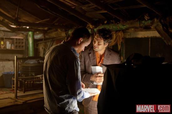 Diretor Joss Whedon and Mark Ruffalo (Bruce Banner/Hulk) on set of Marvel's the Avengers: Marvel Universe Th, Movie Universe, Marvel Dc Amazingness, Photo, Superhero, Marvel Heroes