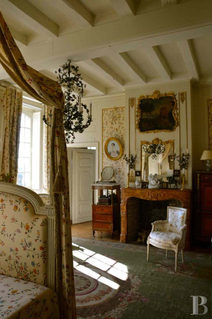 bedroom- 18th century manor house, its outbuildings and its gardens on the banks of the Loire