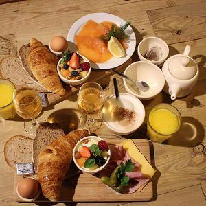 50% korting! Of we zin hebben om te gaan brunchen bij Le Pain Quotidien? Dat hoef je ons geen tweemaal te vragen! Biogranola met yoghurt en fruit, een knapperige biocroissant, heerlijke bio-koffie of thee, laat maar komen! Bovendien geniet je nu van zo'n heerlijke brunch met 2 voor de prijs van 1 dankzij Shedeals. Wij weten alvast wat we komende zondag gaan doen! #onlinedeals #deal #food #painquotidien #breakfast #brunch #delicious