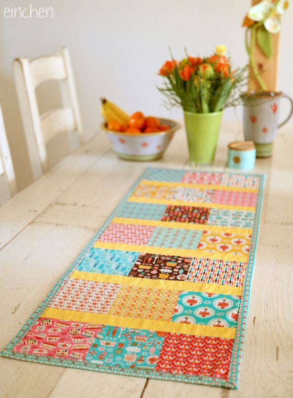 nur ein tischläufer - aber so richtig mit patchwork, quilten und binding this is just a simple table runner - but it is my first real qu...