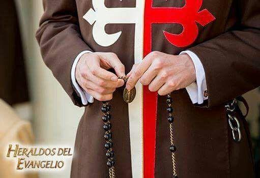 Recuerda el rezo del Santo Rosario todos los días: Gozosos (lunes y sábado) Luminosos (jueves) Dolorosos (martes y viernes) Gloriosos (miércoles y domingos)