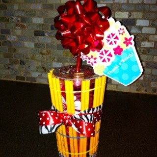 Teacher Appreciation Gift!   Use a reusable cold straw cup (Walmart).  Fill with candy.  Surround cup with pencils (use rubber bands to hold in place).  Add a gift bow at top to look like a flower.  Next add ribbon using teachers favorite colors.  Finish with a thank you card.: Teacher Gifts, Gift Bows, Gifts Ideas, Gifts Bows, Straws Cups, Rubber Bands, Teacher Appreciation Gifts, Cups Walmart, Thank You Cards