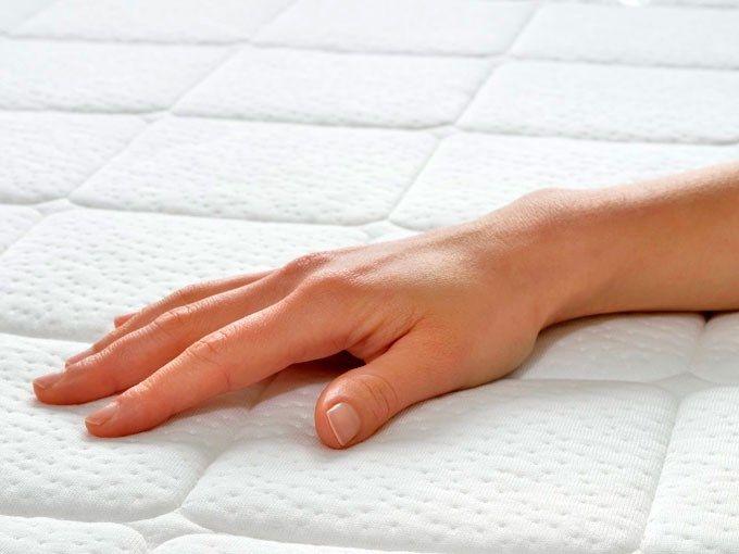4 formas de quitar las manchas de sangre de tu colchón