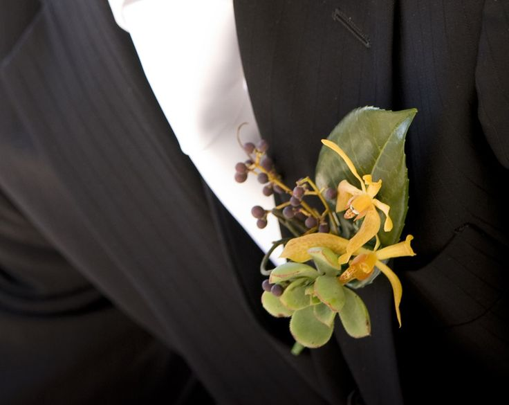 succulent-and-orchid-buttonhole.jpg (900×716)