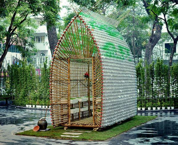 Kleines Gewächshaus selber bauen - Mini Treibhaus aus Plastikflaschen  - http://freshideen.com/diy-do-it-yourself/kleines-gewachshaus-selber-bauen.html