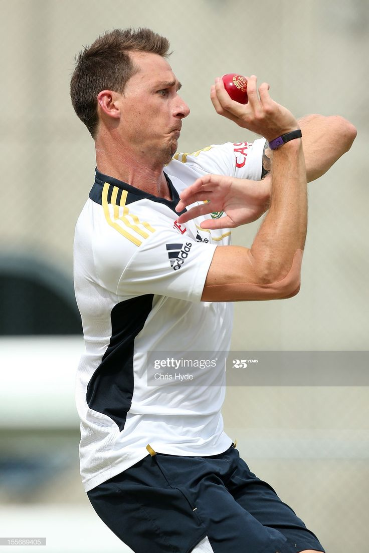 News Photo Dale Steyn bowls during a South African nets