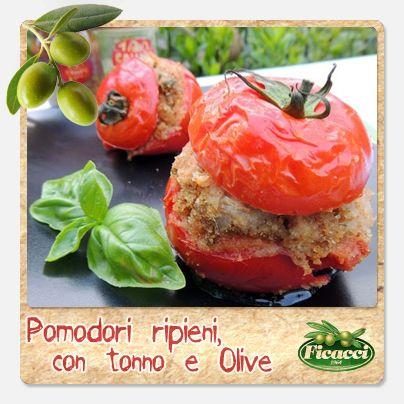 Una ricetta freschissima per festeggiare l'arrivo della bella stagione. Pomodori ripieni tonno e olive! Ingredienti:6 pomodori rossi, 200g di tonno, un pugno di capperi, 80g di Olive  denocciolate, sale e pepe, qualche filetto di alice sott'olio, una piccola cipolla, origano, 2 foglie di basilico, 4 cucchiai di olio extravergine d'oliva, 1 spicchio d'aglio, 3 cucchiai di pangrattato. Segui il procedimento su: http://www.ficacci.com/ricette-con-olive.asp?id=494&categoria=10&lingua=IT