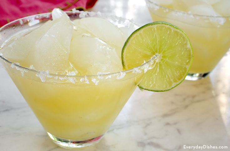 You might give yourself a two-drink limit with this recipe for a super fabulous sparkling champagne margarita!