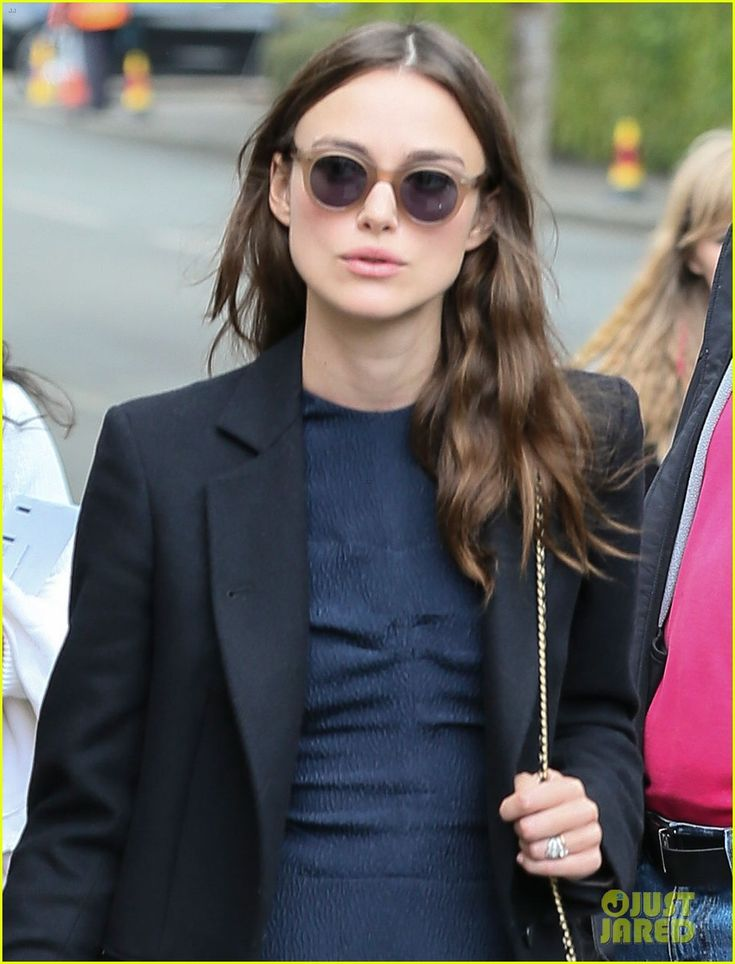 Keira Knightley & Hubby James Righton Check Out Wimbledon | keira knightley husband james righton wimbledon 02 - Photo