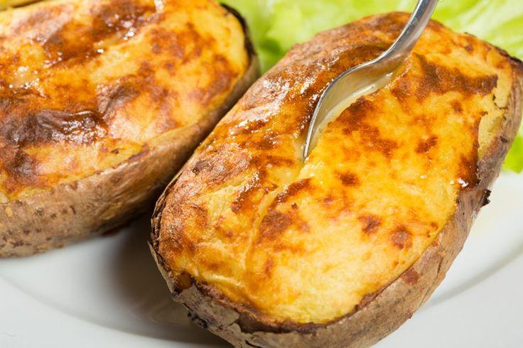 Patate ripiene cremose al forno: un secondo piatto originale, cremoso e dall'anima filante. Ecco la ricetta e le varianti al formaggio