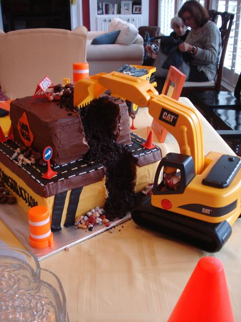 Construction cake #construction #cake (OH This is AWESOME!!)