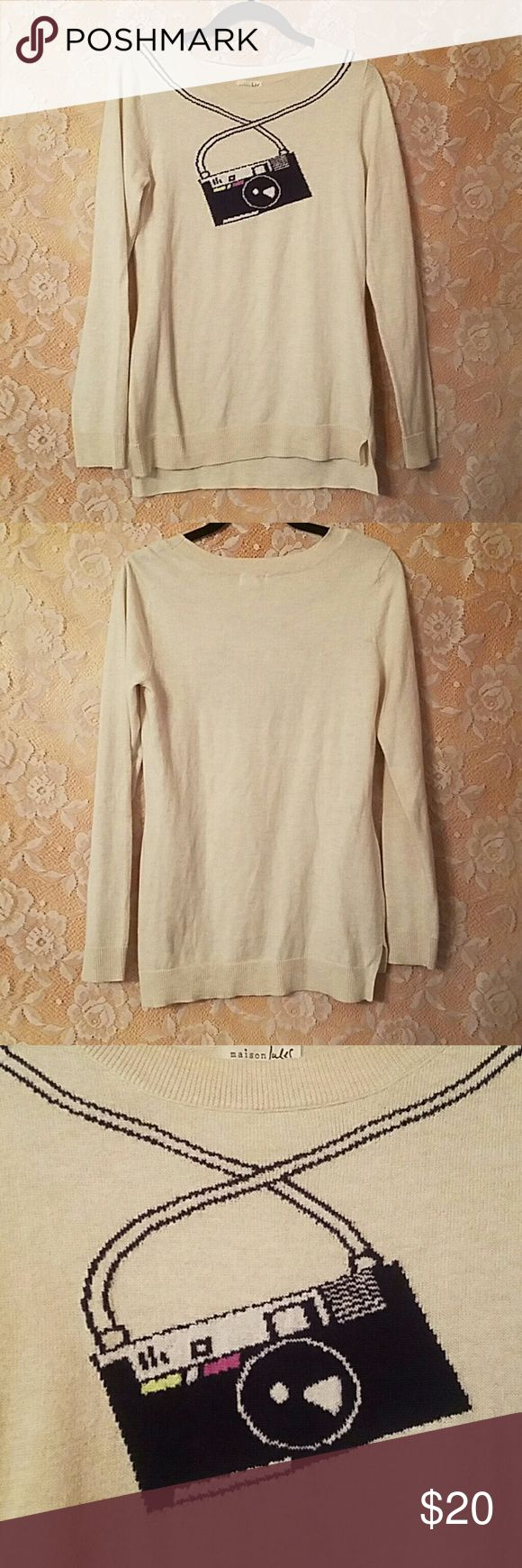"""MAISON JULES SWEATER CAMERA BEIGE SIZE M Maison Jules Cream/ beige sweater withCamera motiff Size Medium  Be a tourist with this fun sweater! In great condition, some minor pilling due to washing  Camera is Dark Navy color 60% cotton 40% polyester  Armpit to armpit- 16.5"""" Waist- 15.5"""" Sleeve length- 25"""" Length- 24.5"""" in front, 26"""" in back Maison Jules Sweaters Crew & Scoop Necks"""