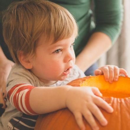 Toddler Astronaut Halloween Costume - Toddler halloween #toddlerhalloween #toddlerhalloweencostume #girlshalloweencostume #toddlercostume #toddlerhalloweenoutfits
