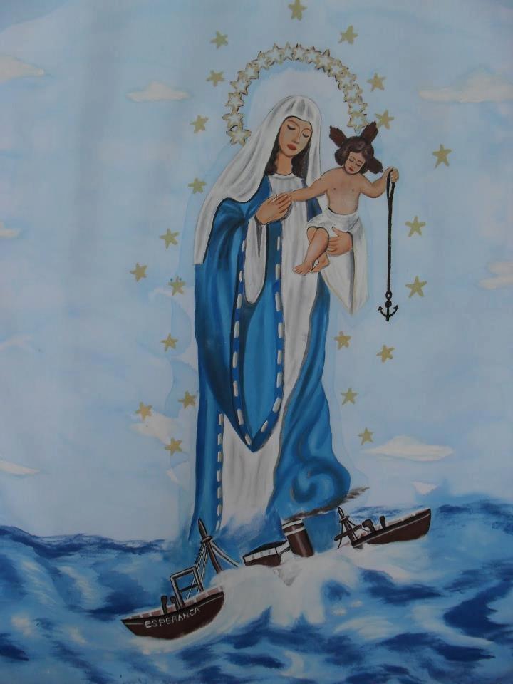 Oração a Nossa Senhora dos Navegantes..    Ó Nossa Senhora dos Navegantes, Mãe de Deus criador do céu, da terra, dos rios, lagos e mares; protegei-me em todas as minhas viagens. Que ventos, tempestades, borrascas, raios e ressacas, não perturbem a minha embarcação e que monstro nenhum, nem incidentes imprevistos causem alteração e atraso à minha viagem, nem me desviem da rota traçada. Virgem Maria, ...