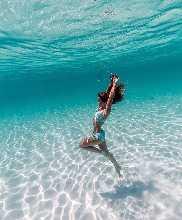 Frau mit sehr schöner Figur unter Wasser – Valentin Fabian Münch – #Fabian #Figur #Frau #mit #Münch