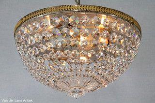 Plafonniere met kristallen 26196 bij Van der Lans Antiek. Meer kristallen lampen op www.lansantiek.com