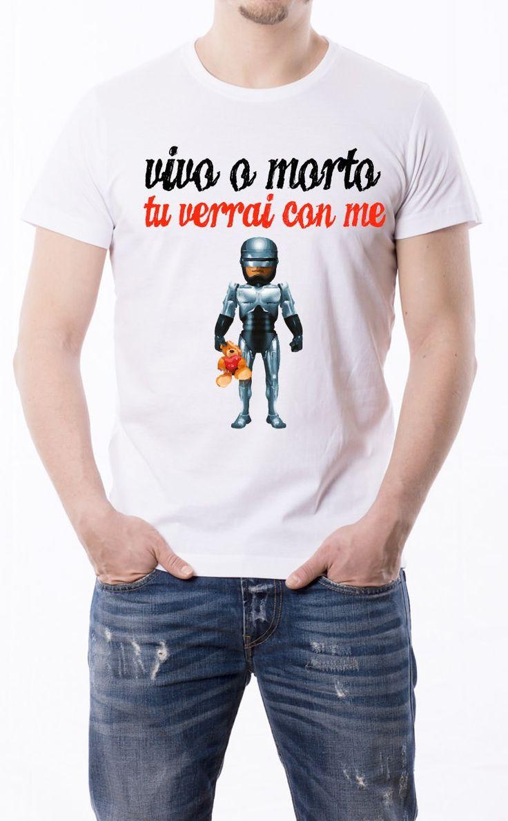 T-Shirt uomo con frase: Vivo o morto tu verrai con me Maglietta bianca con stampa digitale diretta, grafica stampa in quadricromia.