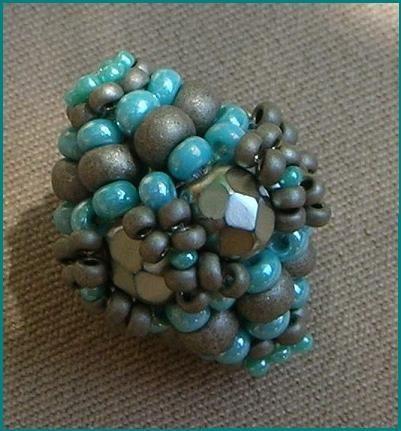 beaded bead tutorial - needs translation but has good pix. #seed #bead #tutorial
