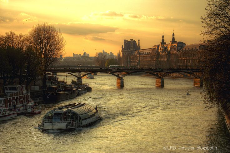 The world through my eyes: Paris during the golden hour