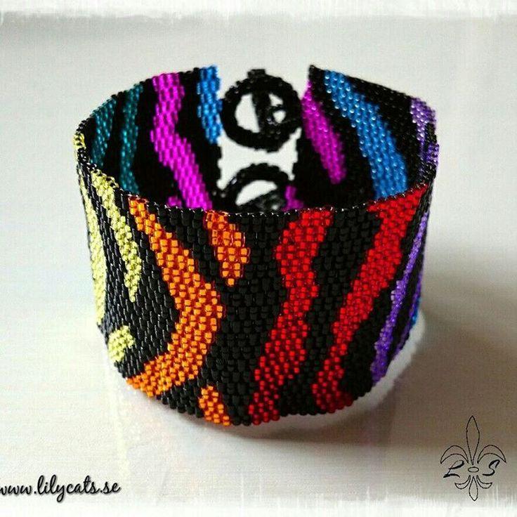 #peyotestitch #delicabeads #bracelet #beads #handmade #rainbow #zebra #armband #handgjort #pärlor #regnbåge #smycken #jewelry